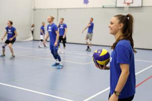 Hat derzeit gut lachen: Volleyballtrainerein Lauren Bertolacci ist mit ihrem Team auf Erfolgskurs. (Bild: Philipp Schmidli, Luzerner Zeitung)