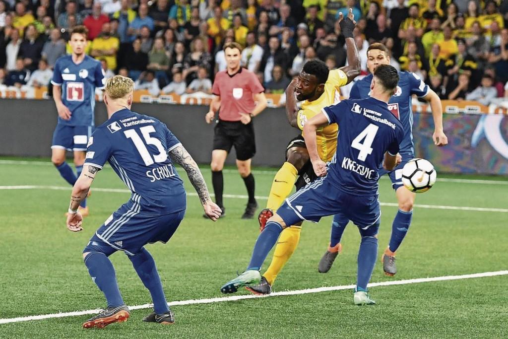Jean-Pierre Nsame gelingt in der 89. Minute der Siegestreffer – wenig später gibt es im Stade de Suisse kein Halten mehr. (Bild: Peter Schneider(
